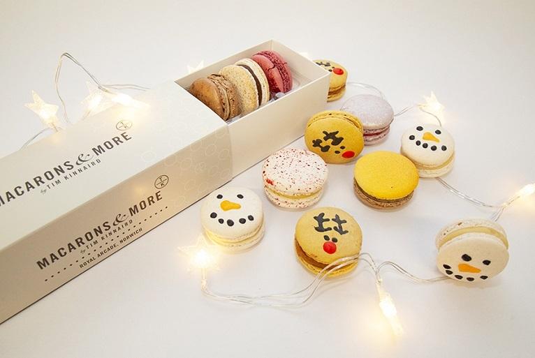 Christmas Macarons.Macarons And Merry Christmas Themed Treats