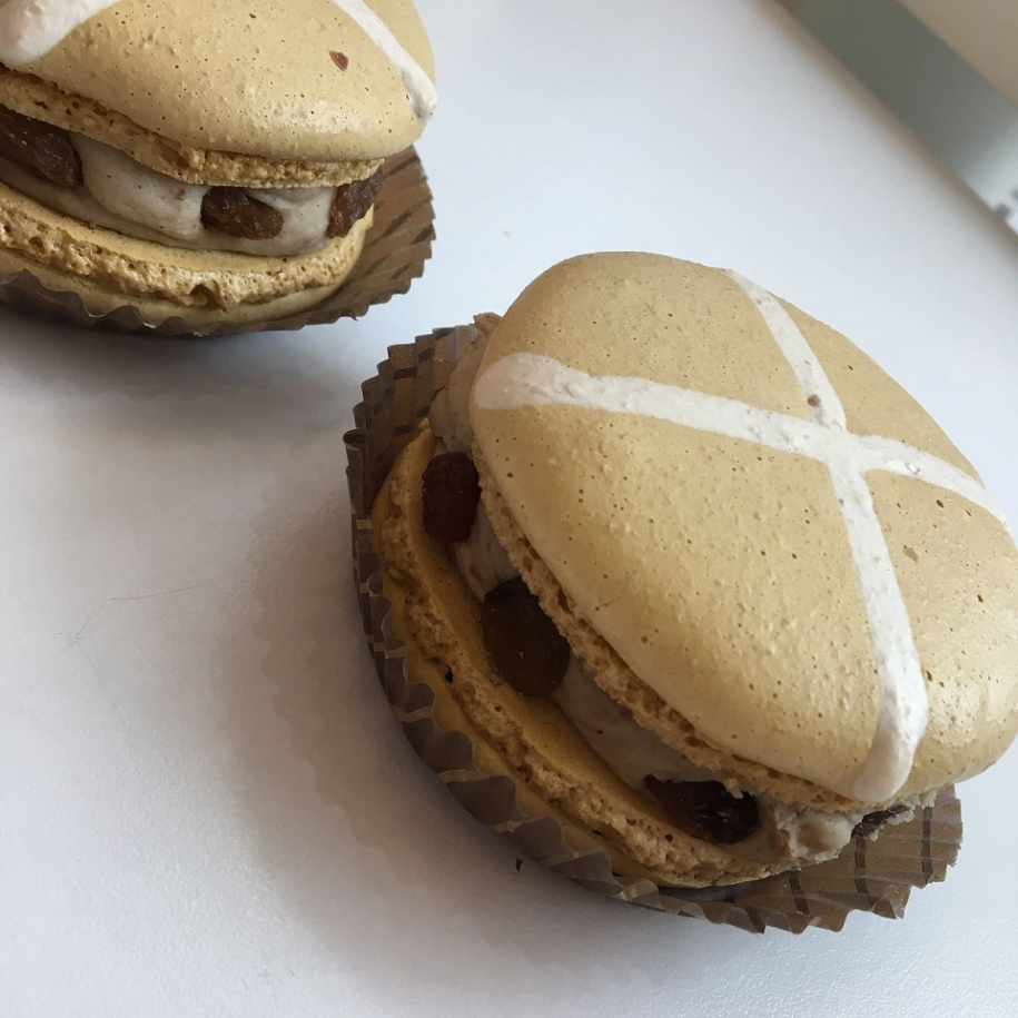 Hot Cross Bun Giant Macarons