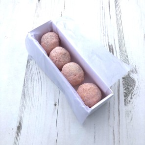 Strawberries & Cream Cake Truffle